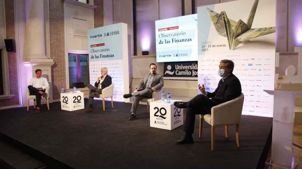 Pedro Díaz, Pedro Razquin, Eduardo Ortega y Javier Ibáñez, durante la mesa redonda 'La Covid-19 y los seguros de salud' en el Observatorio de las Finanzas organizado por EL ESPAÑOL e Invertia.