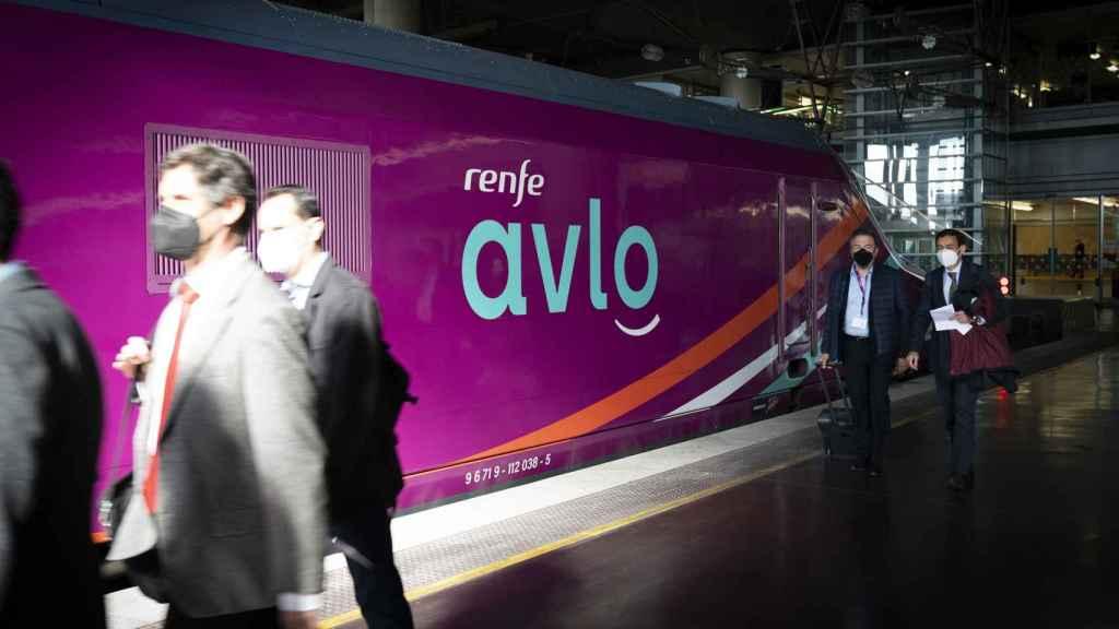 Tren Avlo estacionado en Atocha. Foto de Carmen Suárez.