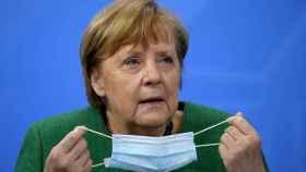 Angela Merkel en la rueda de prensa en la que anunció en nuevo confinamiento que ahora ha frenado.