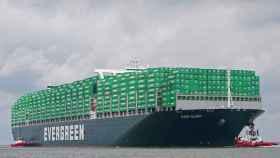 Ever Glory, mismo modelo que el barco encallado en el Canal de Suez