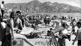 La playa de Benidorm en los años 50.