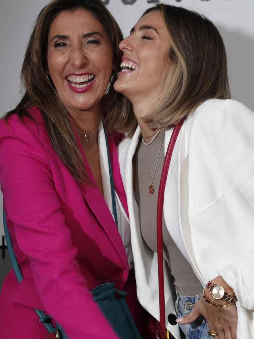 Paz Padilla y su hija, Anna Ferrer, en el evento de la presentación de sus bolsos.