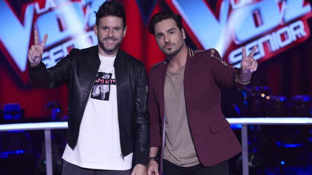 Bustamante y Pablo López en una foto promocional de 'La Voz Senior'.