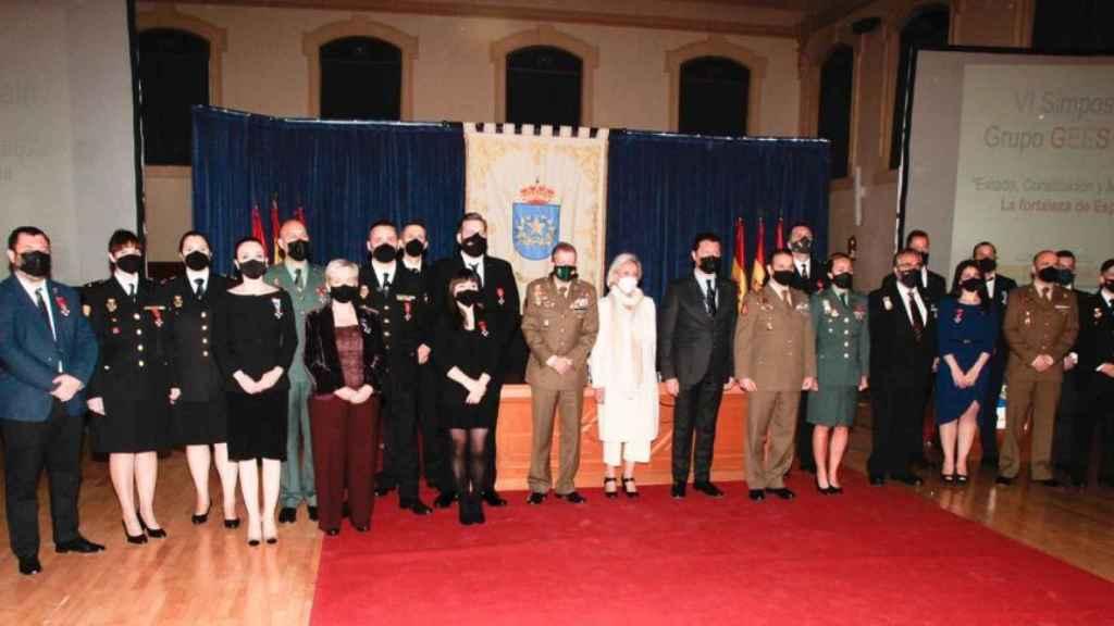 Foto de familia de todos los premiados en el acto del Grupo GEES Spain.