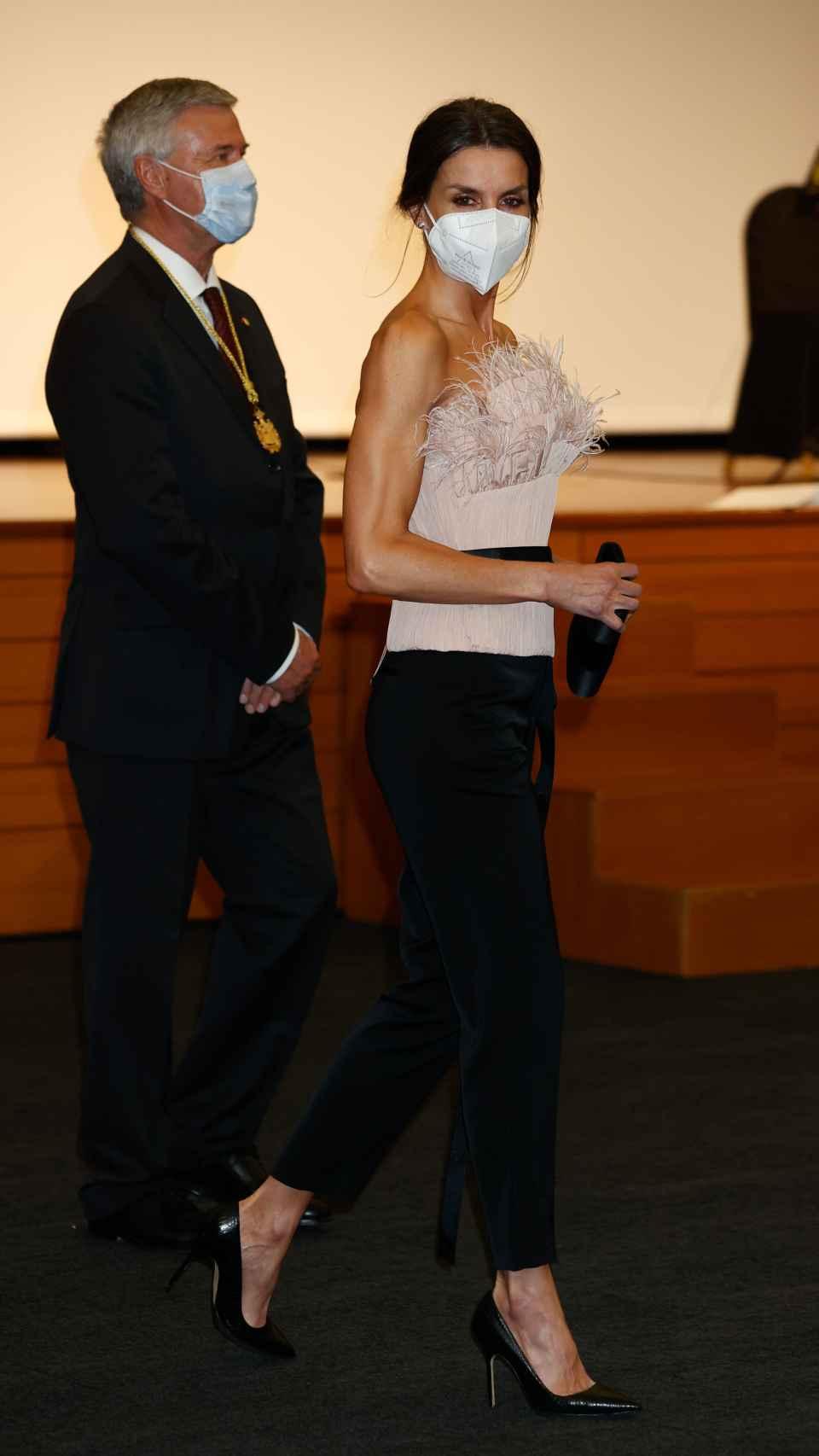 La reina Letizia con zapatos Manolo Blahnik.