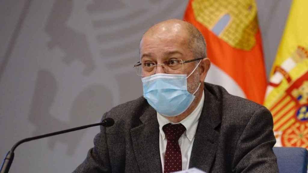 El vicepresidente de la Junta de Castilla y León, Francisco Igea, anunciando las medidas.