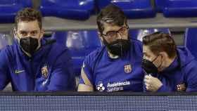 Pau Gasol siguiendo un partido del Barça