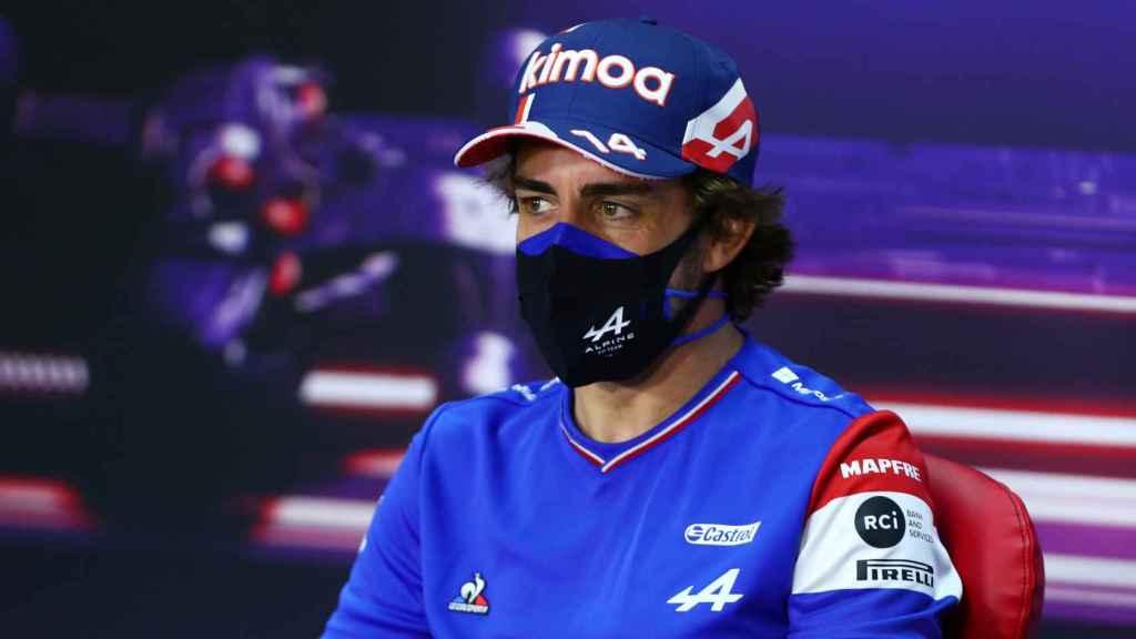 Fernando Alonso en rueda de prensa en Bahrein