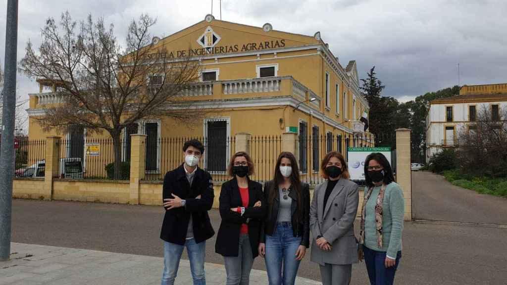 El grupo de investigadores que ha participado en este proyecto de la Universidad de Extremadura.