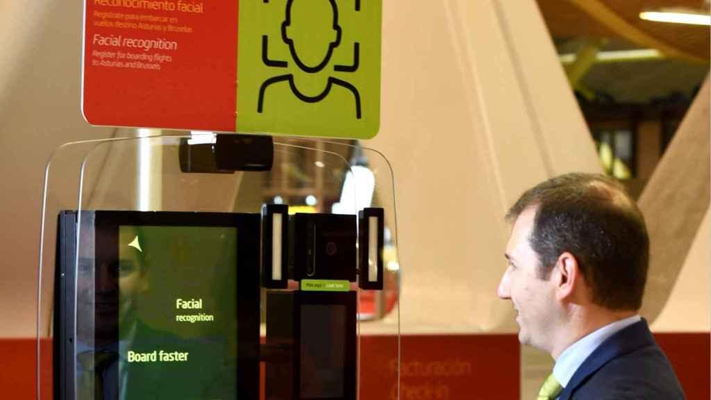 La identificación por reconocimiento facial es una opción que elige el pasajero para realizar todo el proceso de check-in.