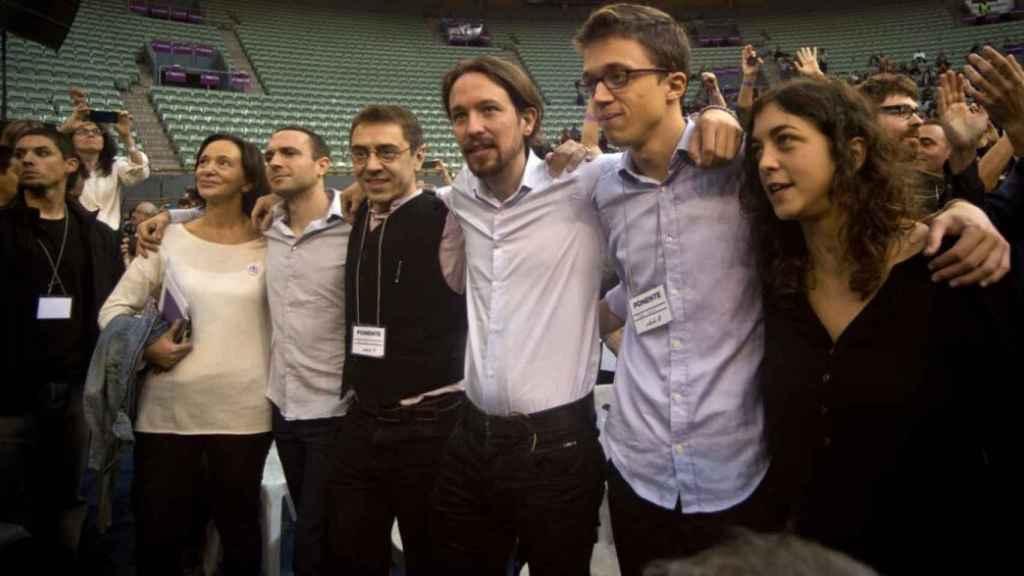 De izquierda a derecha: Carolina Bescansa, Luis Alegre, Juan Carlos Monedero, Pablo Iglesias, Íñigo Errejón y Tania González, en la Asamblea fundacional de Vistalegre.