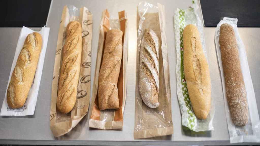 Las seis barras de pan integral de los supermercados testadas en la cata.