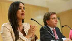 Villacís, con Almeida al lado, durante una rueda de prensa.