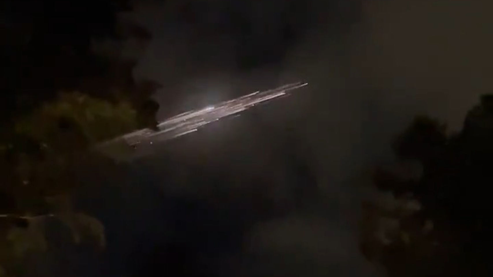 Trozos de un cohete de SpaceX caen a la Tierra