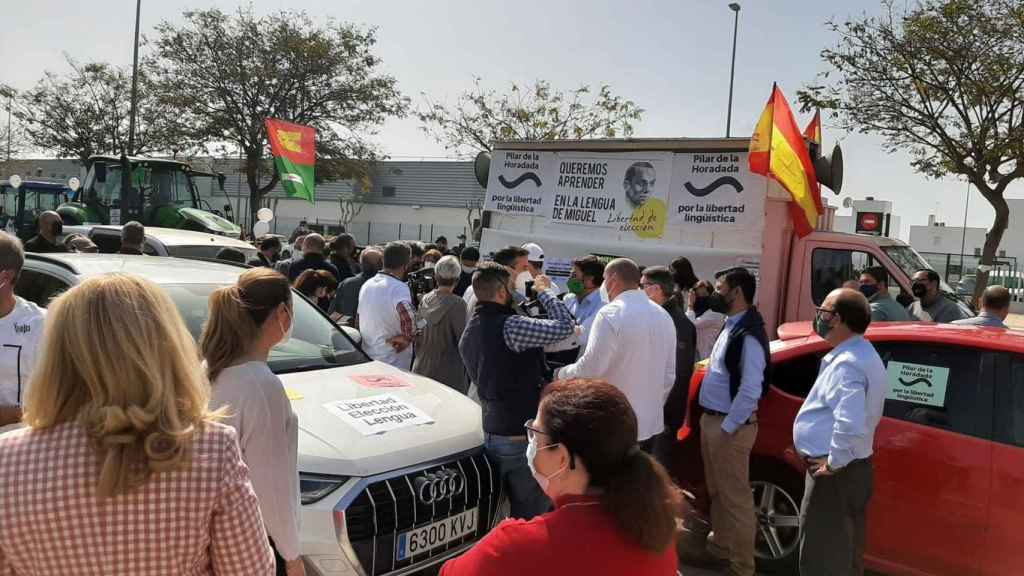 Una de las paradas ante el colapso de las calles del municipio alicantino.