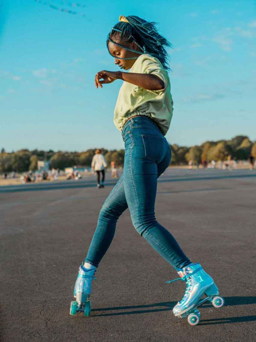 WhatsApp La berlinesa Oumi Janta, la reina del roller skate.
