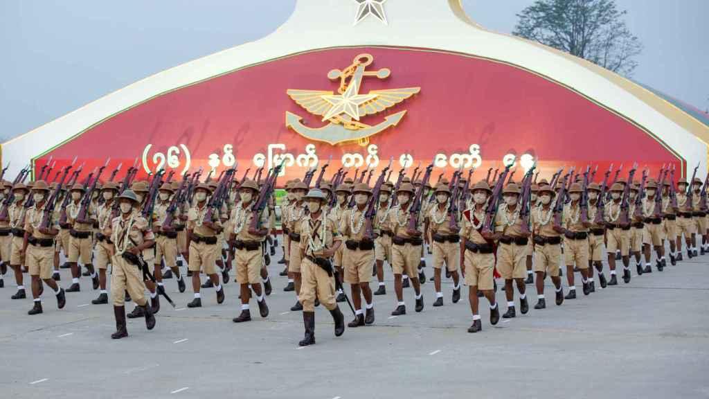 Desfile castrense con motivo del Día de las Fuerzas Armadas en la capital, Naipiyidó.