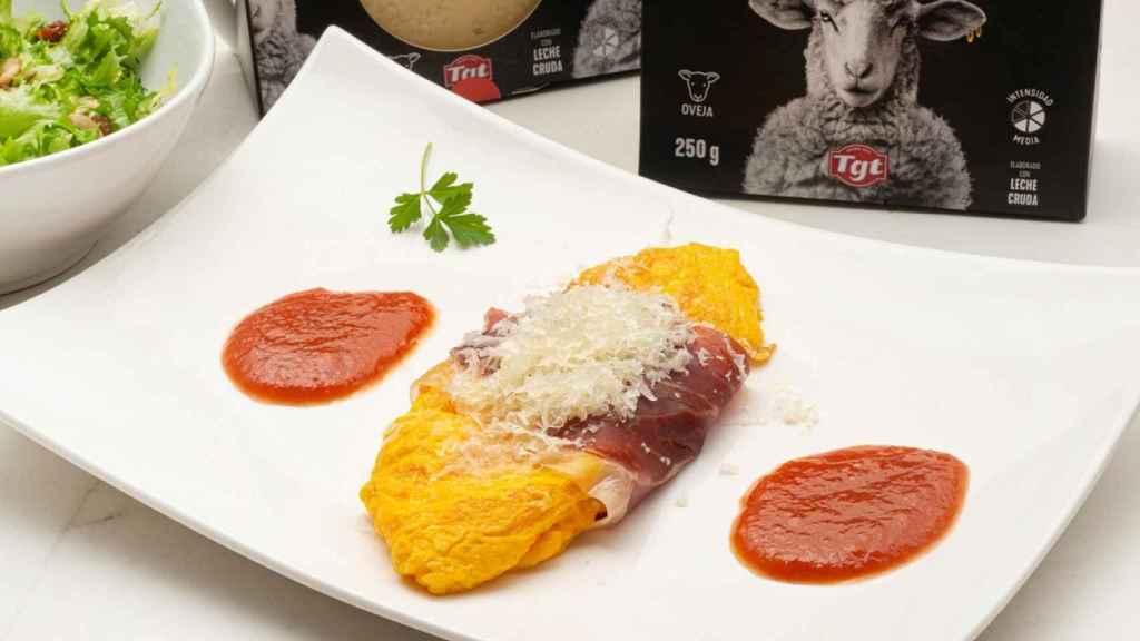 Tortilla de queso con jamón y salsa de tomate, receta y elaboración de Karlos Arguiñano. Foto: TGT