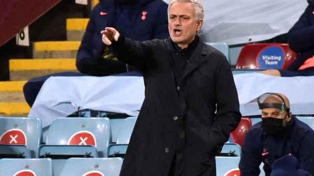 José Mourinho, dirigiendo un partido del Tottenham
