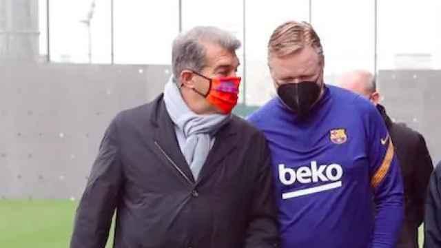 Joan Laporta y Koeman antes de un entrenamiento del Barça