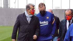 Joan Laporta y Ronald Koeman antes de un entrenamiento del Barça