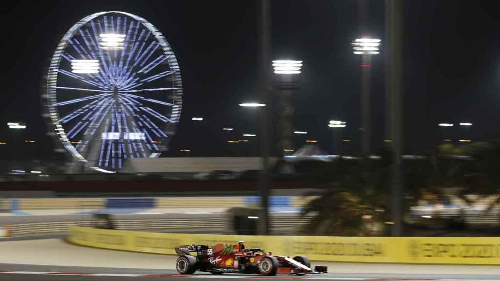 Carlos Sainz en el circuito de Sakhir