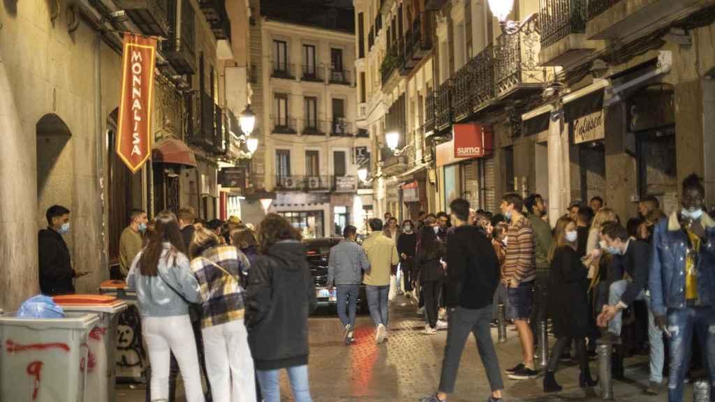 La calle Núñez de Arce a rebosar de turistas franceses de botellón.