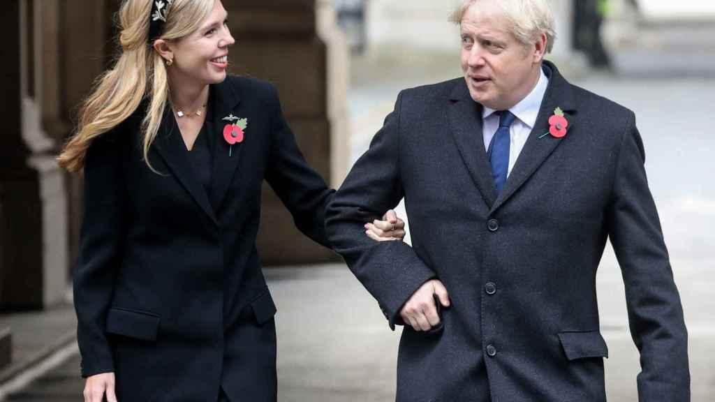 Boris Johnson y Carrie Symonds, su actual pareja.