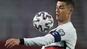 Cristiano durante un partido de Portugal contra Serbia
