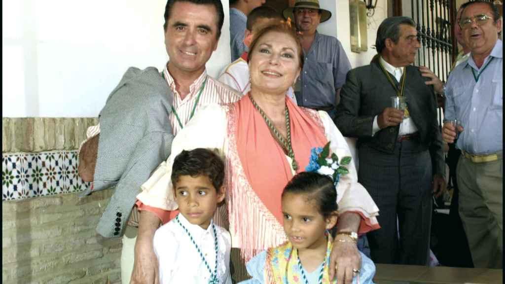 José Ortega Cano y Rocío Jurado junto a sus hijos en 2002.