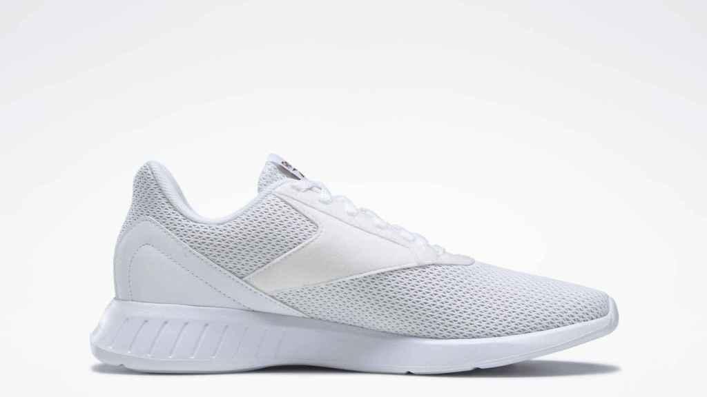 Esta es la zapatilla de Reebok blanca personalizable que está rebajada.