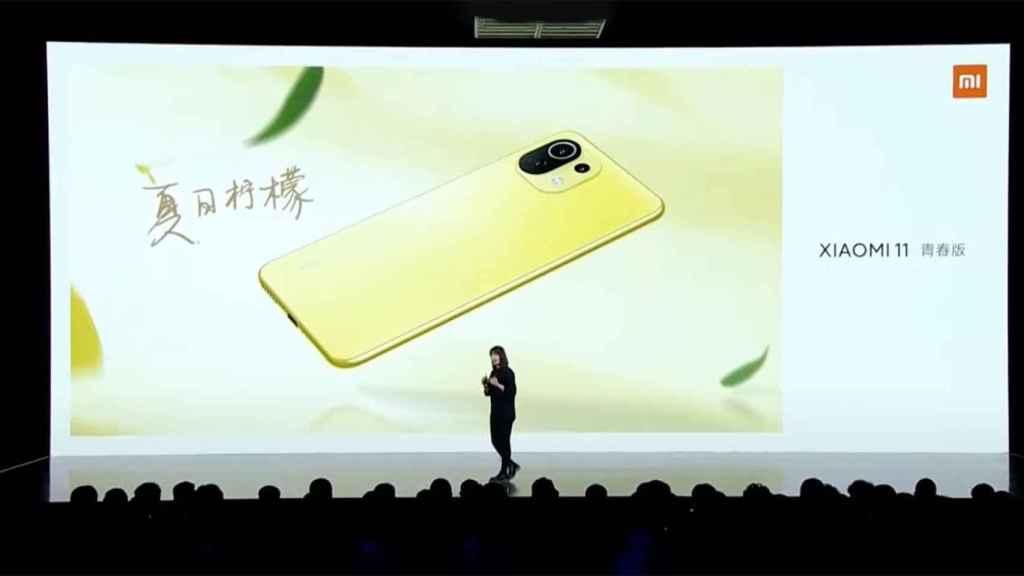 Xiaomi Mi 11 Lite en color amarillo.