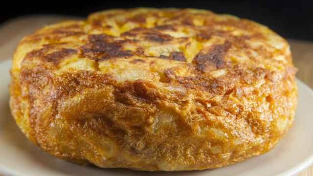 El truco para preparar una tortilla de patatas en 10 minutos.