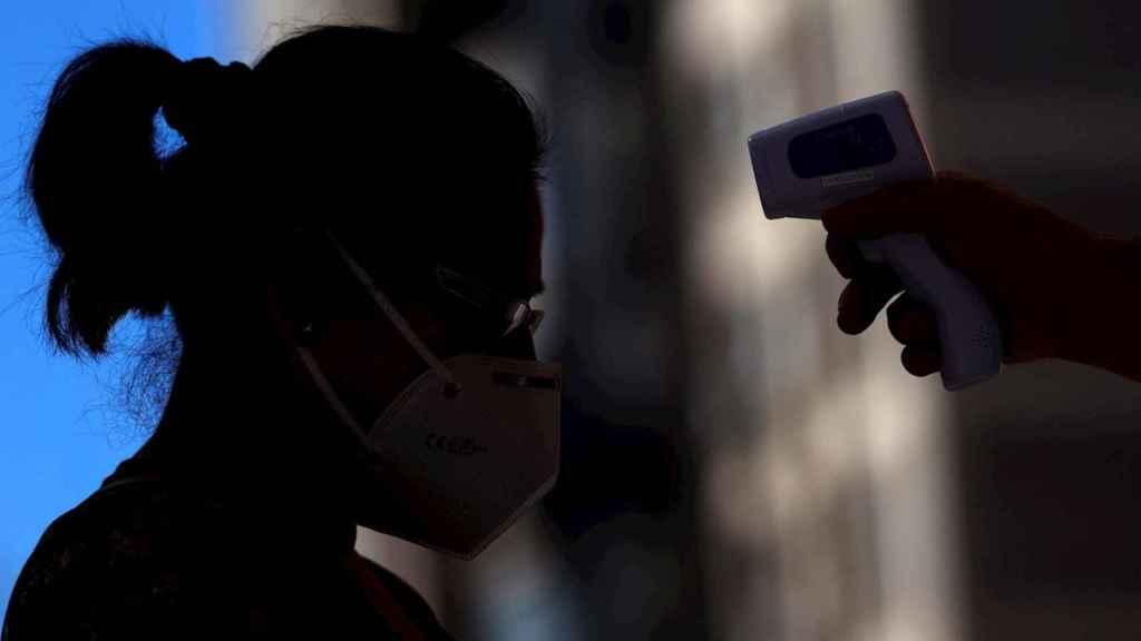 La cifra diaria de fallecidos con coronavirus en los hospitales de la Comunidad de Madrid vuelve a acercarse a la veintena. EFE/Mariscal