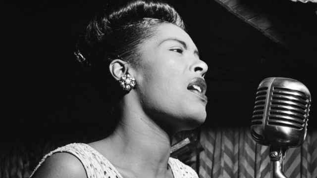 Billie Holiday en plena actuación.