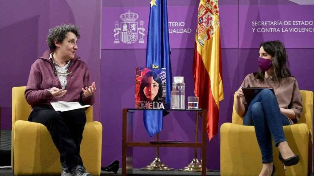 Beatriz Gimeno e Irene Montero en la presentación el lunes de 'Amelia. Historia de una lucha'.