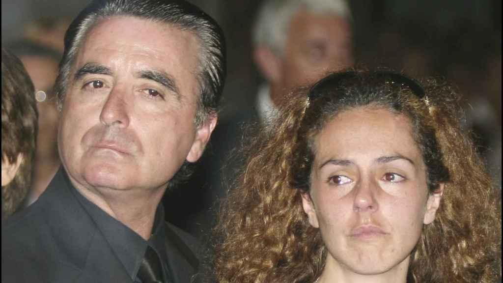 Ortega y Rocío Carrasco en la misa funeral por la muerte de La más grande en 2006.
