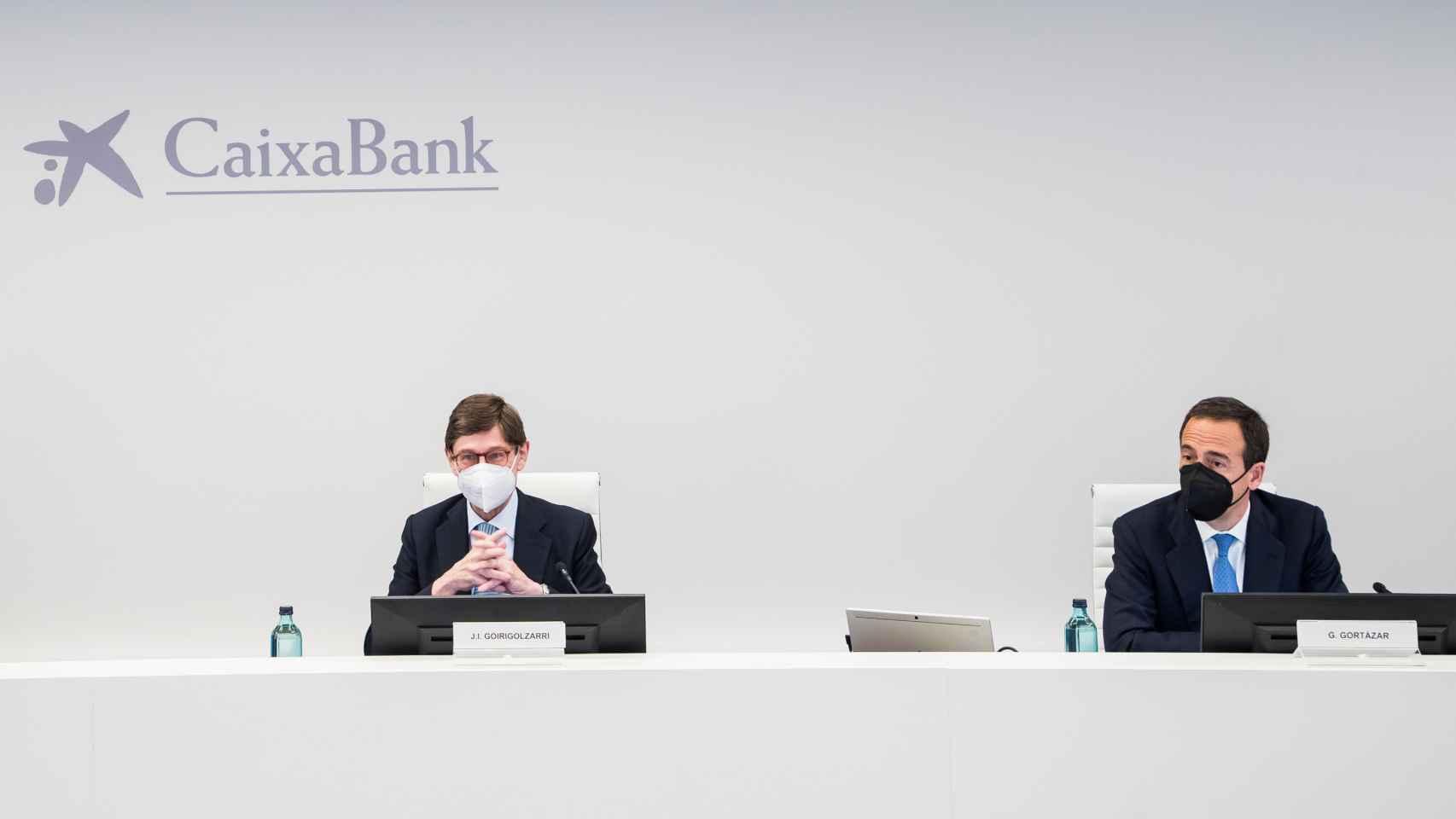 José Ignacio Goirigolzarri, presidente de CaixaBank, junto a Gonzalo Gortázar, consejero delegado de la entidad.