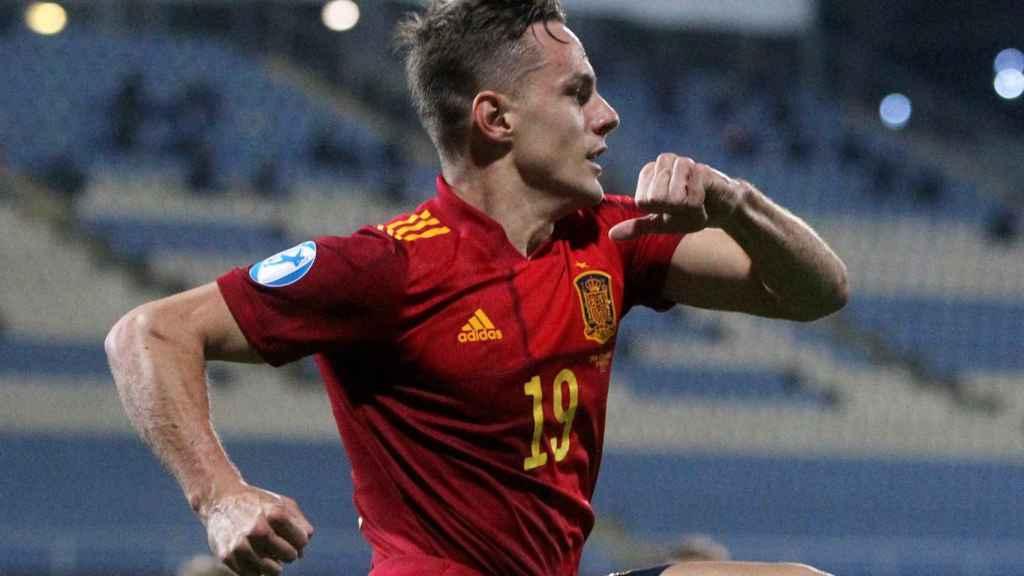 Dani Gómez celebra uno de sus goles frente a República Checa en el Europeo sub21