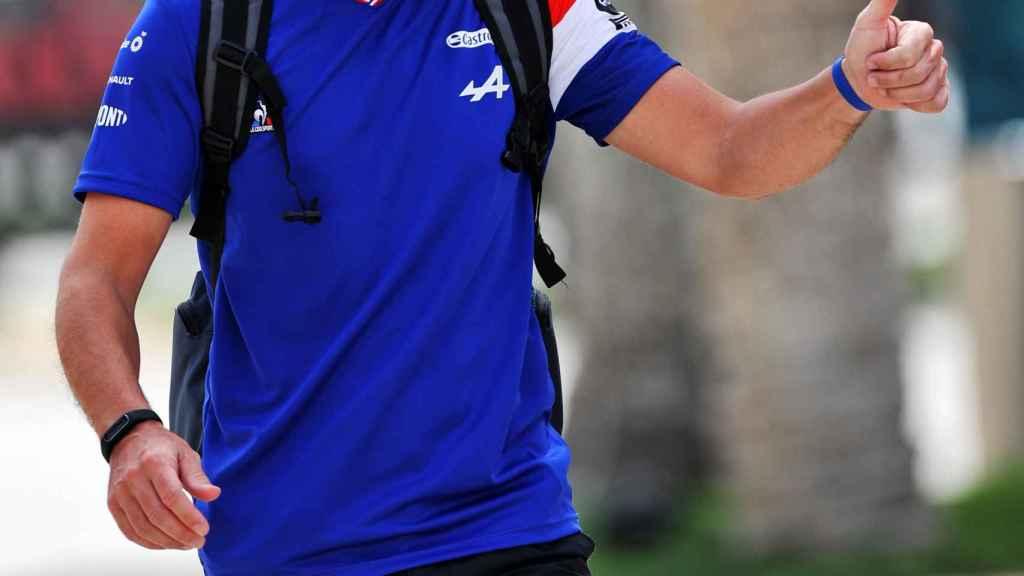 Fernando Alonso, en el paddock del Gran Premio de Baréin 2021
