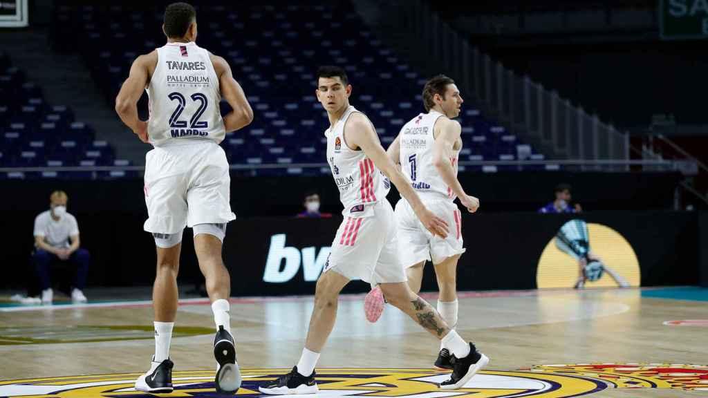 Tavares, Deck y Causeur, en un momento del partido del Real Madrid de Baloncesto de Euroliga