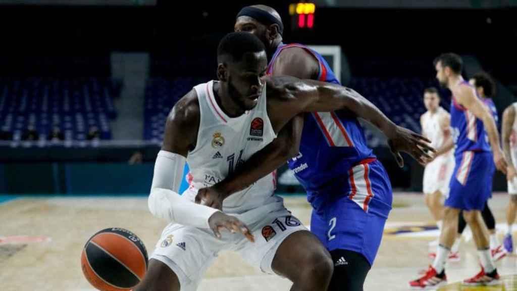 Usman Garuba, durante el partido entre el Real Madrid de Baloncesto y Anadolu Efes