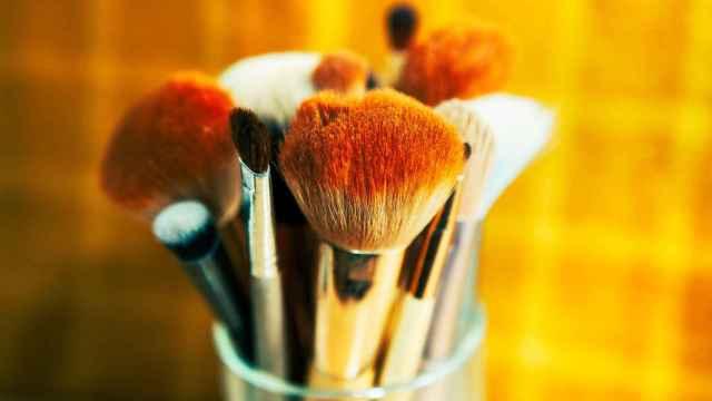 La importancia de limpiar tus brochas y esponjas de maquillaje