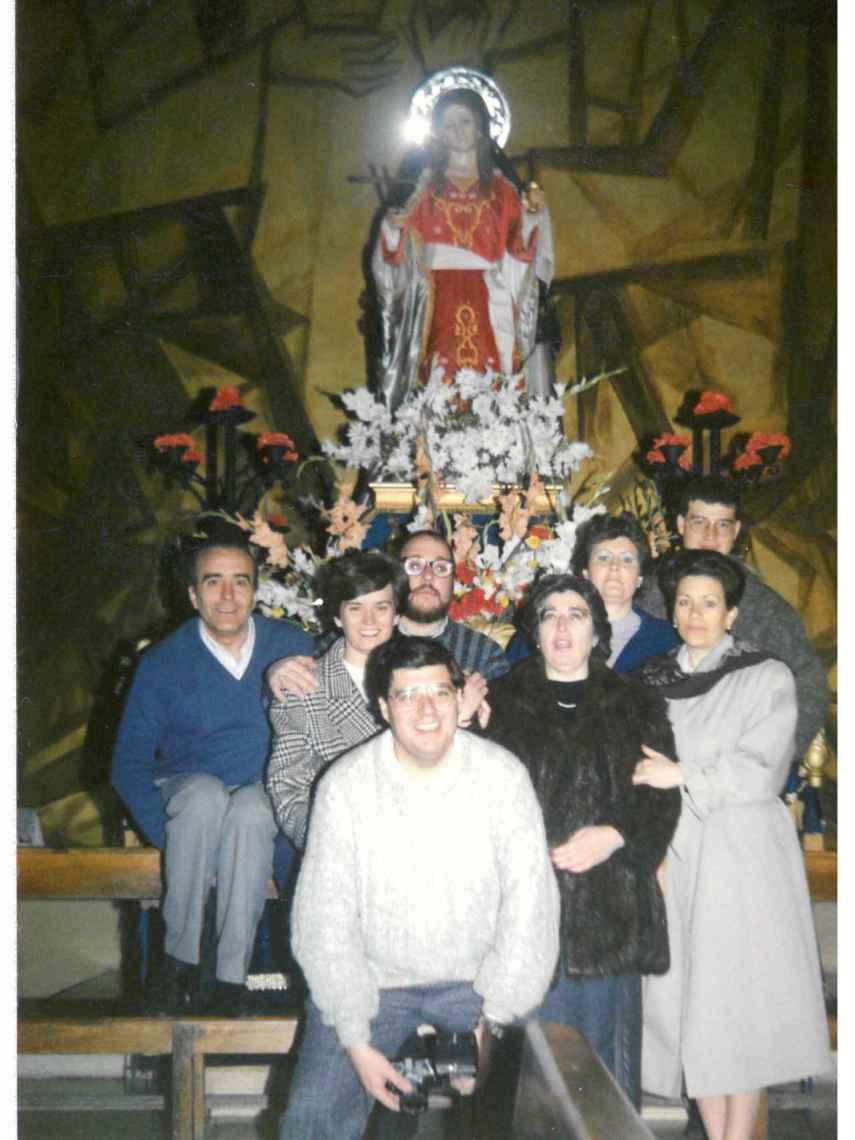 Las fundadoras de la cofradía y sus marido.
