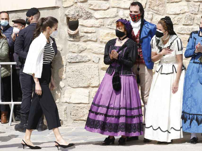 La reina Letizia con zapatos de Isabel Abdo en Aragón.