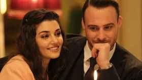 Hande Erçel y Kerem Bürsin son Eda y Serkan en 'Love is in the air'.