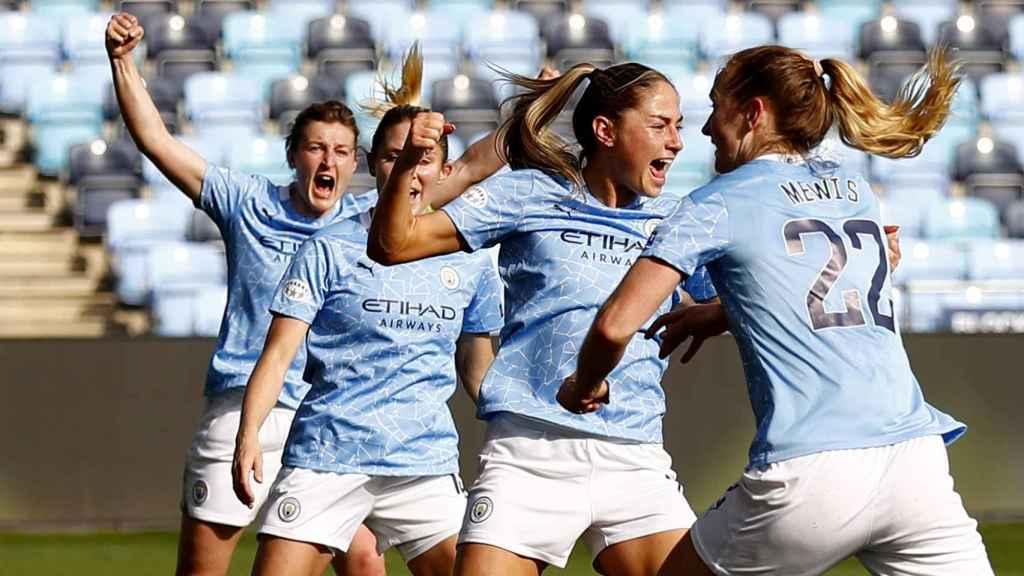 Janine Beckie celebra un gol con el Manchester City Femenino en la Women's Champions League