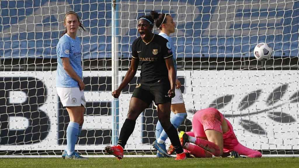 Asisat Oshoala celebra el gol del Barcelona Femenino en la Women's Champions League