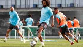 Marcelo controlando el esférico