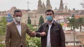 El nuevo delegado del Gobierno en Galicia, José Miñones (i), junto al secretario general del PSdeG, Gonzalo Caballero.